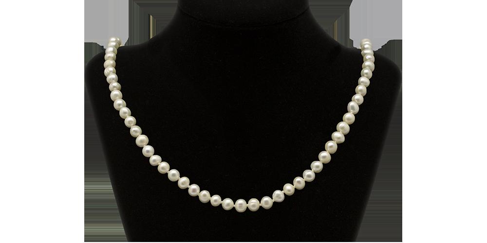 elegancki-naszyjnik-z-perel-dekolt