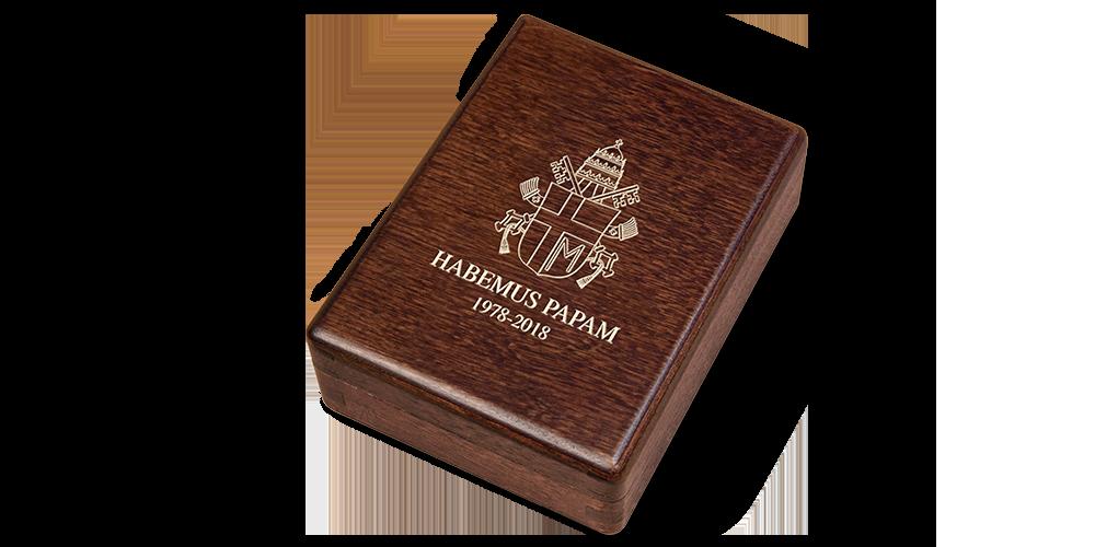 Ekskluzywne pudełko z herbem papieskim na wieku