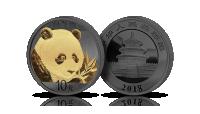 Chińska panda z gałązką na srebrnej monecie wykończonej czarnym rutenem i czystym złotem. Świątynia Nieba. Rok emisji 2018