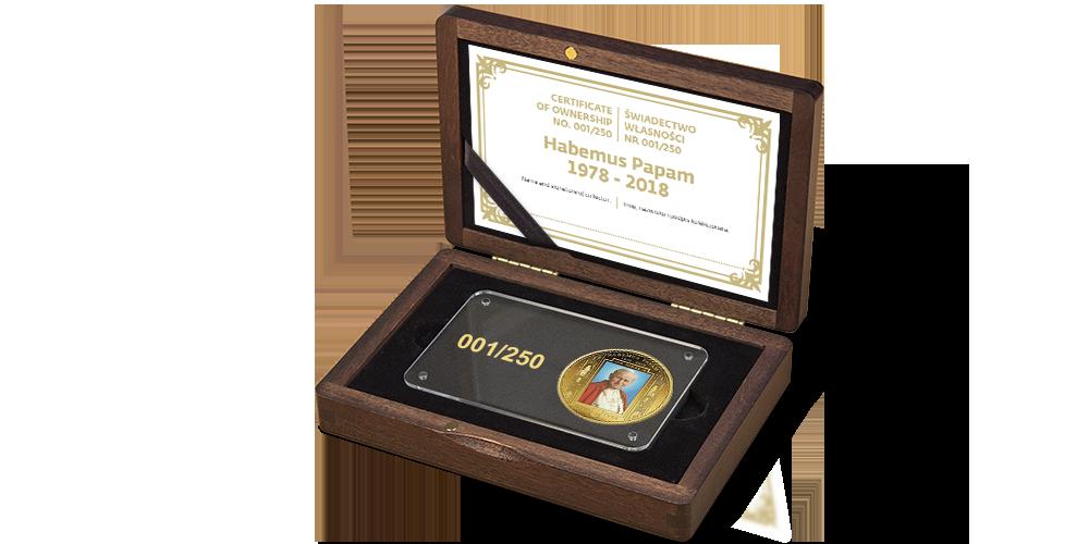drewniana szkatuła i certyfikat autentyczności