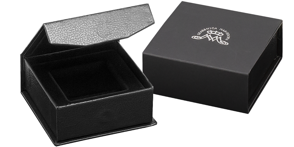 Pudełko z otworem o wymiarze 50x50 mm.