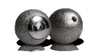 Srebrna moneta o unikatowym kształcie Księżyca.
